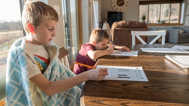 Faire l'école à la maison : tout ce qu'il faut savoir avant de se lancer