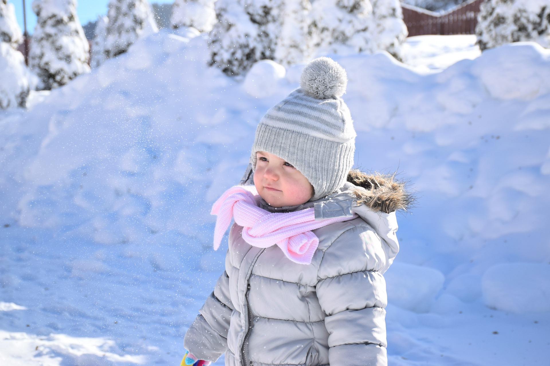 Comment habiller bébé en hiver pour sortir ?