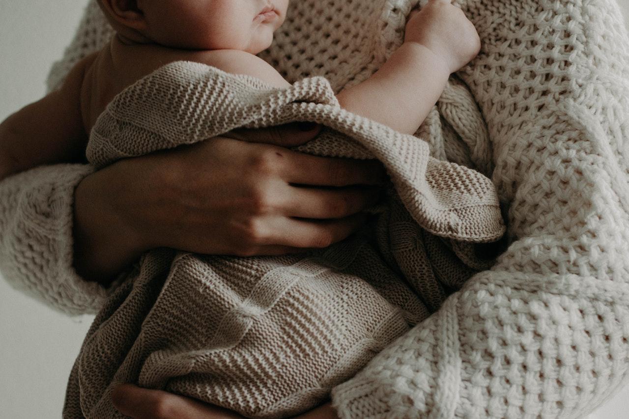 Comment faire graver une médaille pour la naissance de son bébé ?