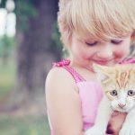 enfant et chaton